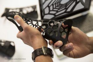 Der Einsatz von 3D Druck reduziert Fehlproduktionen, da bereits frühzeitig kostengünstige Prototypen erstellt werden können.
